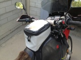 Giant Loop tank bag : looks good and works even better
